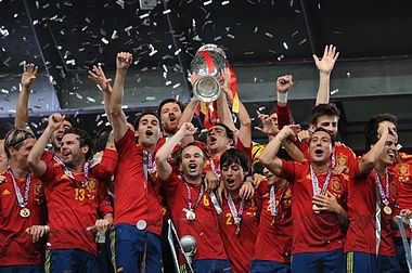 380px-Spain_national_football_team_Euro_2012_trophy_02